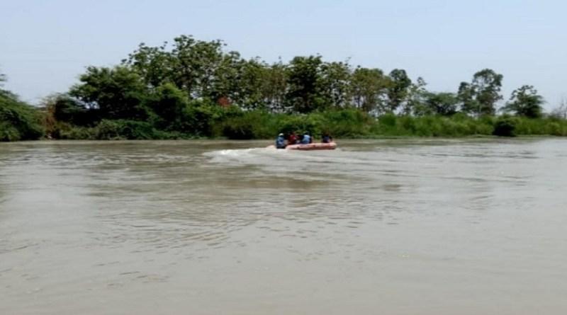 ब्रेकिंग न्यूज़: हरिद्वार में गंगनगर में गिरी कार, मौके पर पहुंचे गोताखोर, सर्च ऑपरेशन शुरू