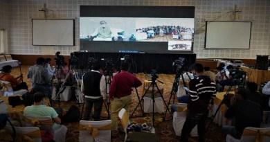 शुक्रवार को भी मुख्यमंत्री तीरथ सिंह रावत मीडिया से वर्चुअली रूबरू हुए। सबसे पहले उन्होंने सभी को होली की शुभकामनाएं दी और कहा कि प्रदेश में तेजी से विकास हो रहै है।
