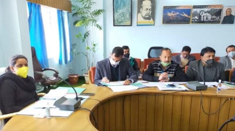 टिहरी गढ़वाल की डीएम ईवा श्रीवास्तव ने अधिकारियों की एक मीटिंग बुलाई, जिसमें दो अधिकारी नदारद रहे। नाराज डीएम उन अधिकारियों का वेतन काटने का निर्देश दिया है।