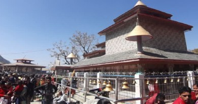 शिवरात्रि पर ओणेश्वर महादेव मंदिर में श्रद्धालुओं की भारी भीड़ जुटी। दूर-दराज से लोग मंदिर में महादेव के दर्शन के लिए पहुंचे