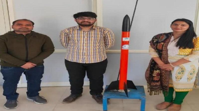 THDC इंस्टीट्यूट ऑफ हाइड्रो इंजीनियरिंग कॉलेज में मैकेनिकल इंजीनियरिंग के छात्र पराग चौधरी ने रॉकेट का सफल परीक्षण किया है।