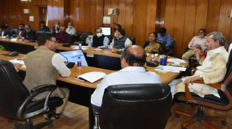 मुख्यमंत्री बनने के बाद तीरथ सिंह रावत में गुरुवार को पहली कैबिनेट की मीटिंग ली। शाम करीब 6 बजे हुई इस बैठक में कई अहम फैसले लिए गए। 5 प्वाइंट्स में समझिए मीटिंग में क्या फैसले लिए गए।