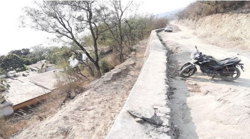 टिहरी गढ़वाल के प्रतापनगर विधानसभा के मदन नेगी-नौताड़ डोबरा चांठी रोड का प्रशासन ने निर्माण कराया है, लेकिन ये निर्माण ग्रामीणों के मन के मुताबिक नहीं हुआ जिसे स्थानीय लोग नाराज हैं।