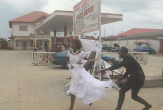Confused Bride Captured On Camera Chasing Her Groom After He Abandoned Her On Their Wedding day [Video]