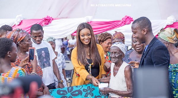 Jackie Appiah with beneficiaries at the Spintex market