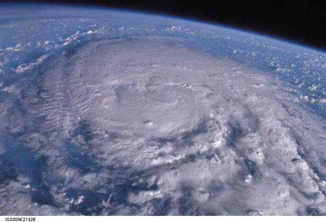 台風21号「すまんな、日本列島横断するでー」