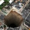 【画像】博多駅前で地面が陥没…かなり深いもよう…