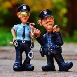 アホ警官「今月ノルマ足らねえな…適当なジジイに違反したことにしてシートベルト切符切っとけ」→結果wwwwwww