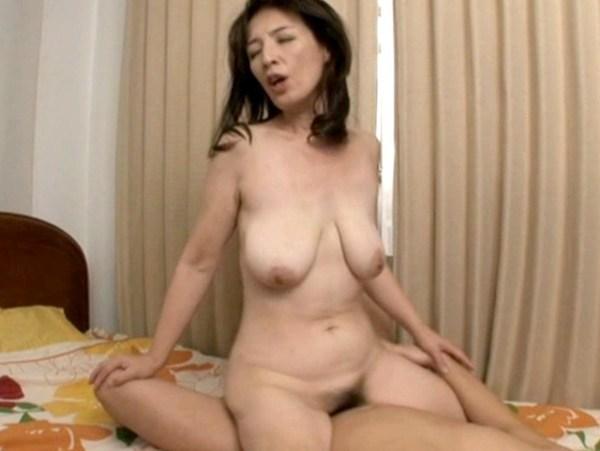 垂れ乳-園田ユキ-01