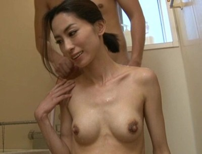 南あゆみ-岡島奈穂美-長乳首-デカ乳首-02