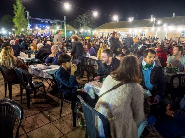 Συζήτηση, ποτό και φαγητό στο Φεστιβάλ