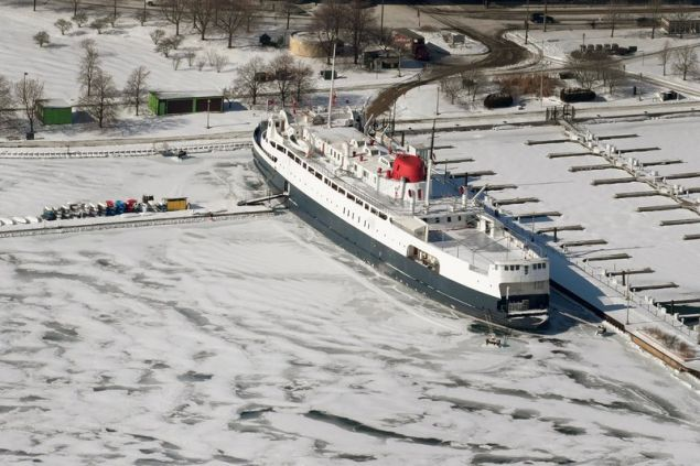 H μεγάλη λίμνη του Μίσιγκαν έγινε... πάγος.