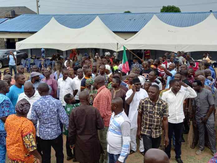 BREAKING: Mass Exodus Hits APC As 5 Chairmen, Top Politicians Join PDP (Photos)