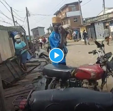 Police Chases Lagos #BuhariMustGo Protesters With Sporadic Gunshot