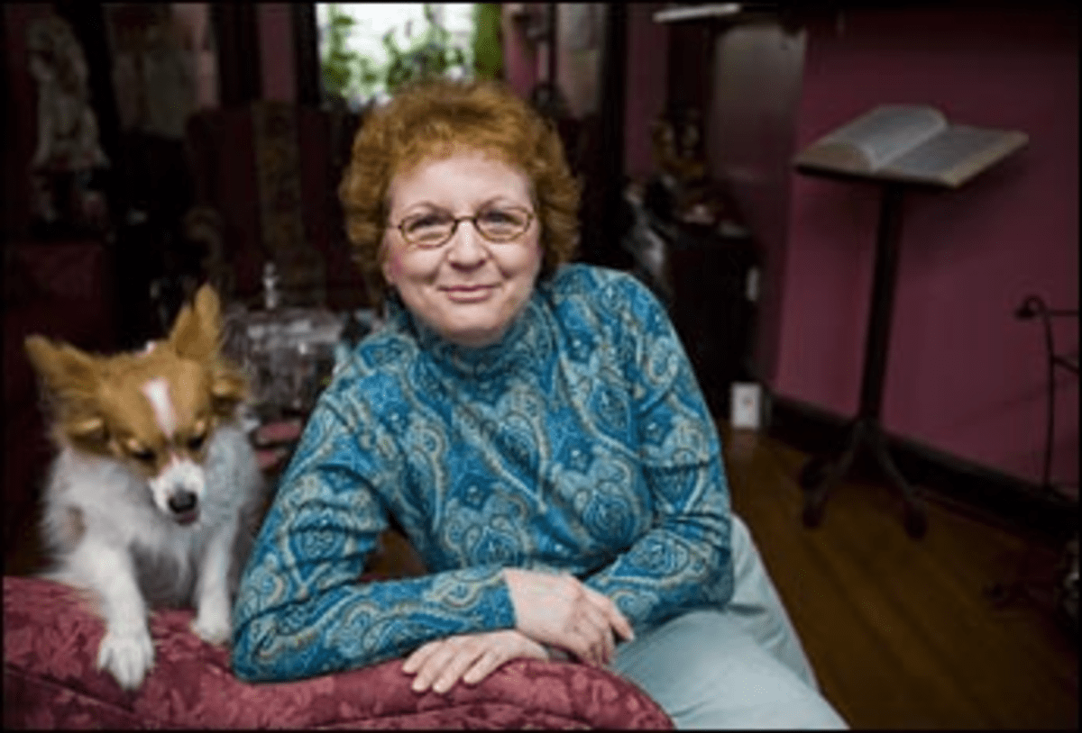 In the Doggerel House: Tonette Hartman turns poesy into profit.