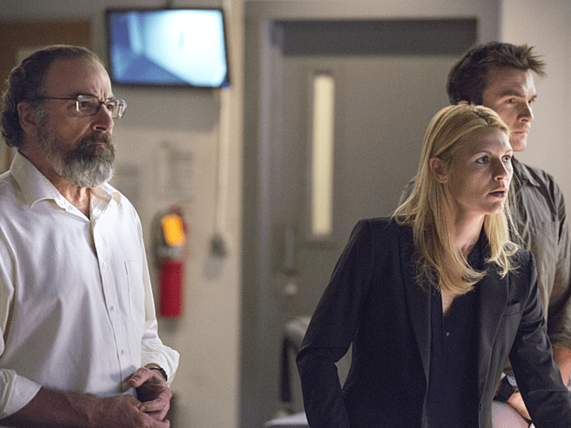 Mandy Patinkin as Saul Berenson, Claire Danes as Carrie Mathison and Rupert Friend as Peter Quinn in Homeland (Season 3, Episode 10). - Photo:  Kent Smith/SHOWTIME - Photo ID:  Homeland_310_0892.R