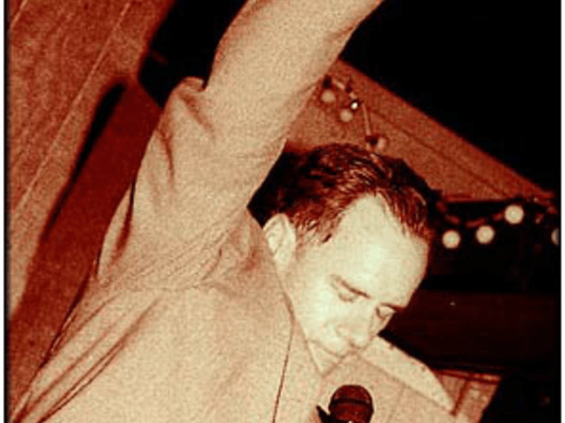 Former Washington City Paper editor David Carr at his going-away party in April 2000.