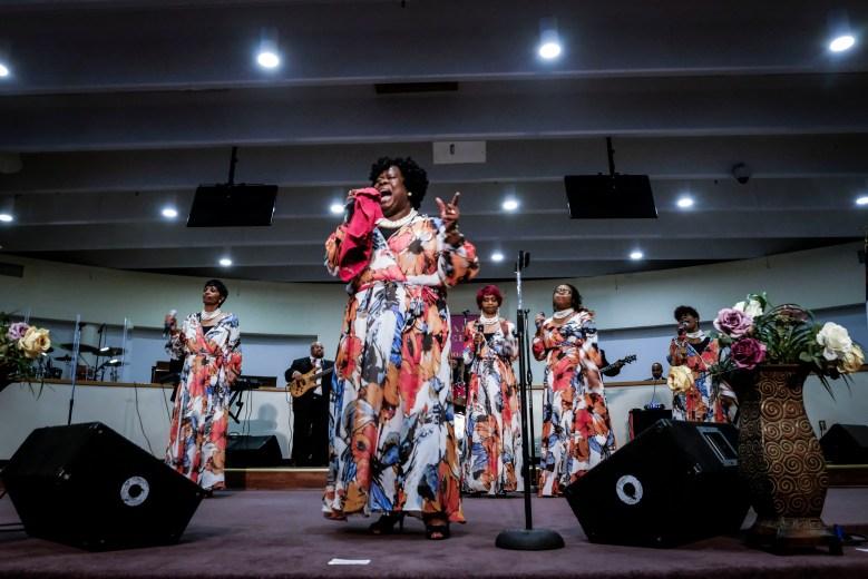Rev. Robin Walker leads for Singing Angels