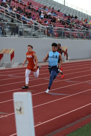 Senior Shar Figueroa uses long strides to beat the other opponents at the Judson Invitational. Photo by Victoria Boesen.