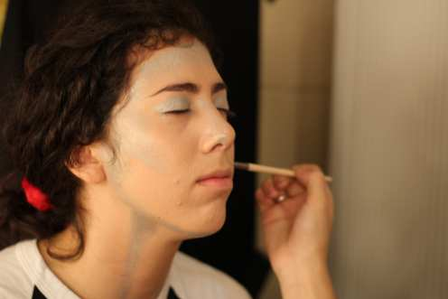 Natalia Martin, playing Robin Goodfellow, gets her makeup done before the show. Photo by Arianna Michaud