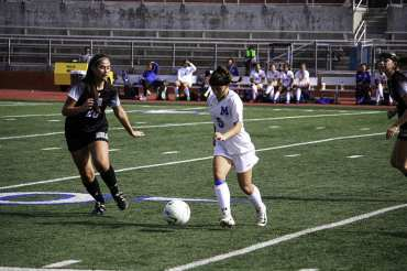 Laura Foran dribbling the ball past the Alamo Height's defenders.