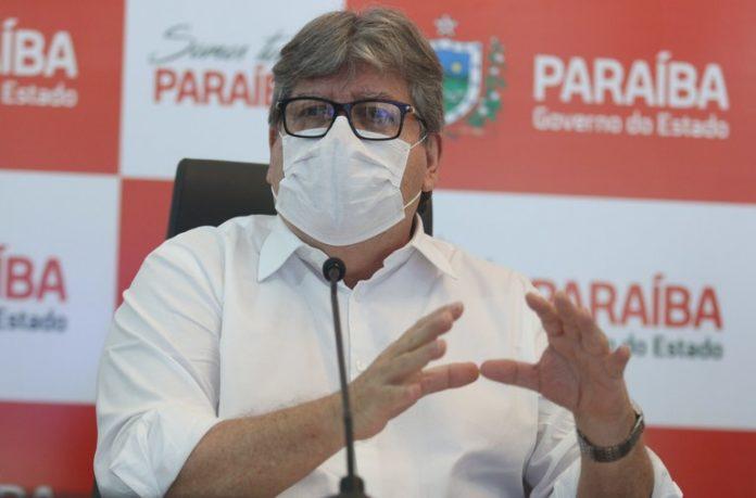 João Azevêdo garante início da vacinação para esta terça-feira em toda Paraíba