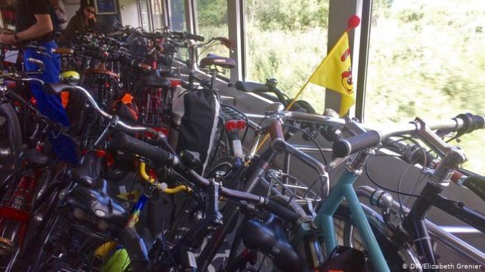 bikes on a train (DW / Elizabeth Grenier)