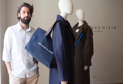 Moises Nieto shows a cloth coat and a raincoat
