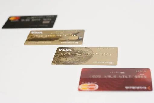Банки увидели угрозу кредиткам из-за штрафов на навязанные услуги