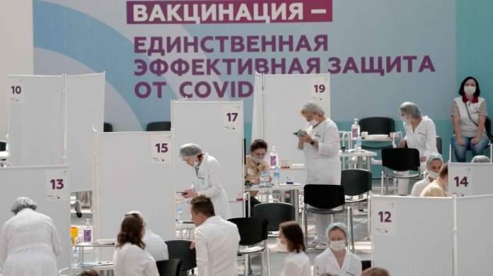 В Совфеде предложили давать выходные привившимся от COVID-19