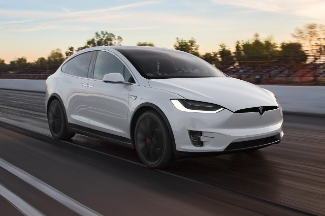 Tesla bate Porsche, McLaren e Ferrari