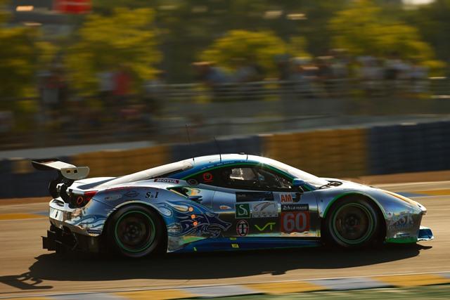 Álvaro Parente alcança linha de meta de Le Mans