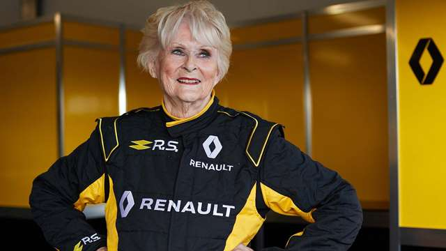 Mas e que senhora de 79 anos ao volante de um Renault F1