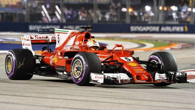 Pole-position para Vettel em Singapura