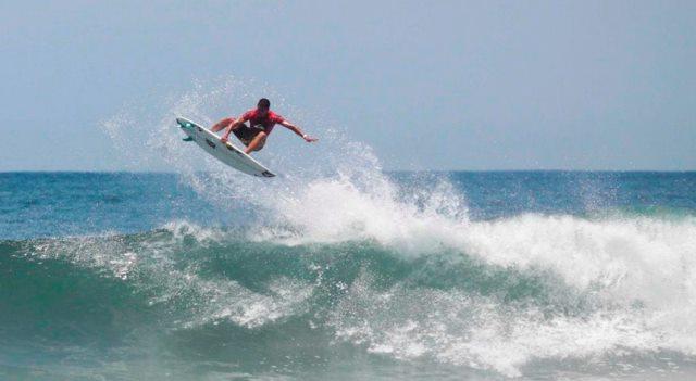 Surfista havaiano Ezekiel Lau vence em Cascais