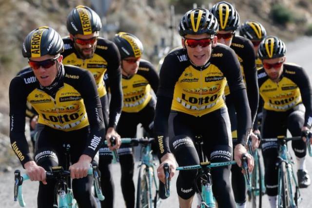 Lotto-Jumbo expulsa três ciclistas do estágio
