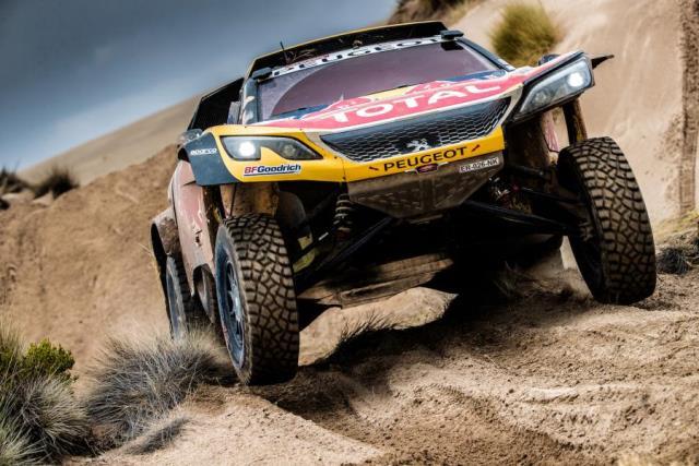 Carlos Sainz lidera o Dakar com mais de uma hora de vantagem