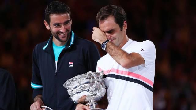 Federer celebra vitória lavado em lágrimas