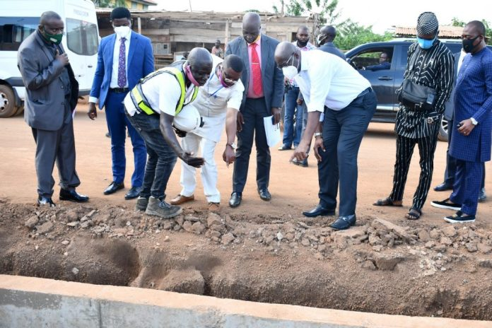 Makinde Inspects 21km Ajia-Airport Road & Lekan Salami Stadium Projects, Commend Contractors