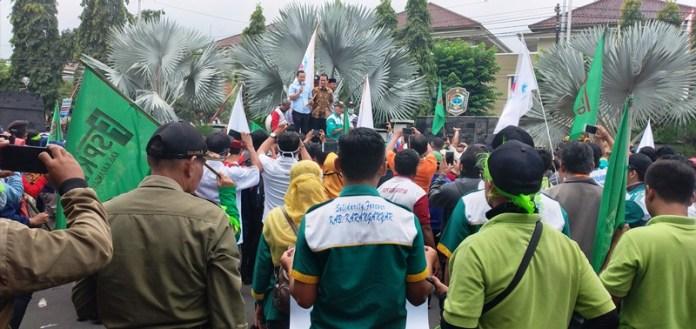 demo-buruh-karanganyar