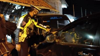 Ketua Bawaslu Jatim Alami Kecelakaan di Jalan Raya Camplong