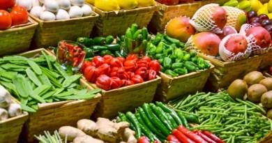 Sute de TIR-uri cu mii de tone de legume și fructe perisabile, blocate de zeci de ore de controalele ANAF