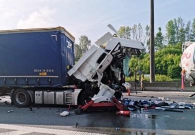 Accident tragic în Belgia: Un șofer român de TIR, mort după coliziunea cu o cisternă