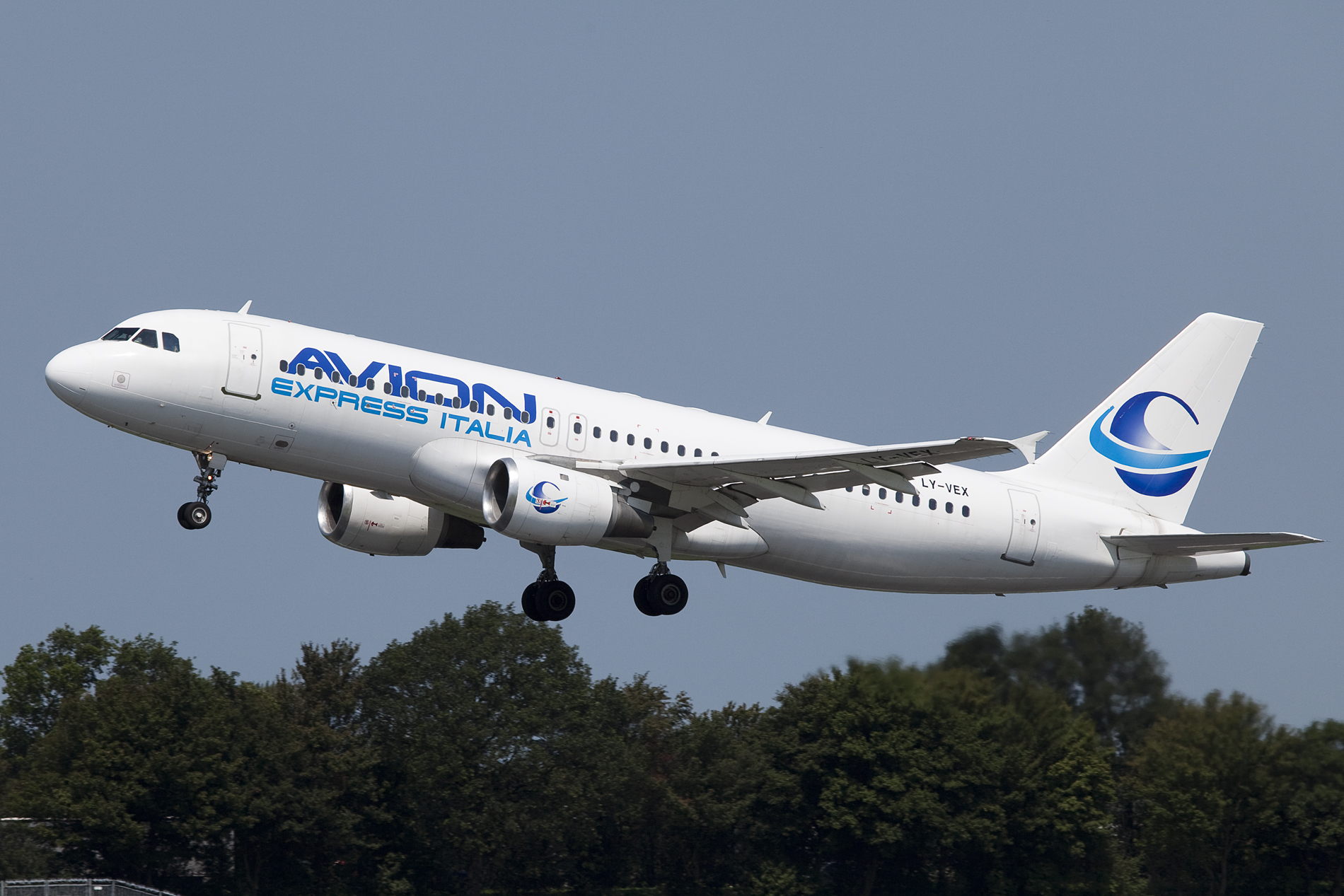 SunExpress to lease five Airbus A320 from Avion Express
