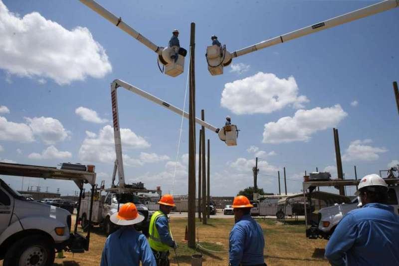 CPS Energy Crew on simulation challenge