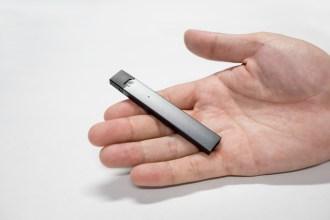 A vape device that looks like a flash drive