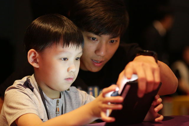 The new app captivates a young user.