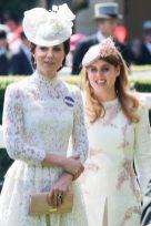 Принцесса Беатрис на одном из первых дней королевского аскота с герцогиней Кембриджей 20 июня 2017 года.