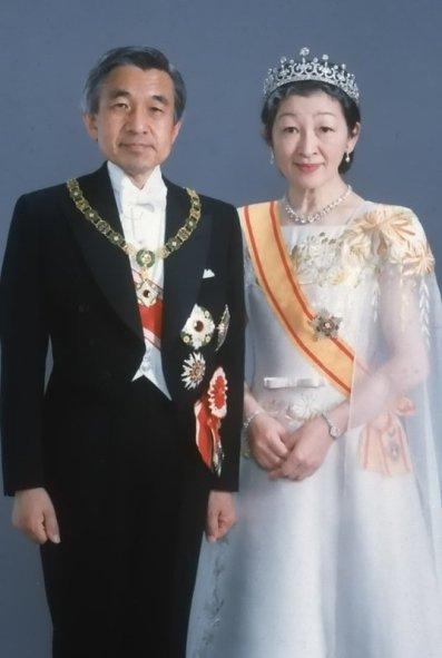Император Японии Акихито и императрица Митико
