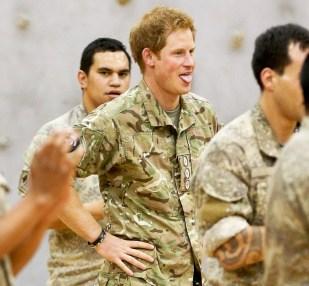 Рыжеволосый принц вспотел после исполнения хака (традиционного военного танца) в военном лагере Линтон в Новой Зеландии в мае 2015 года.